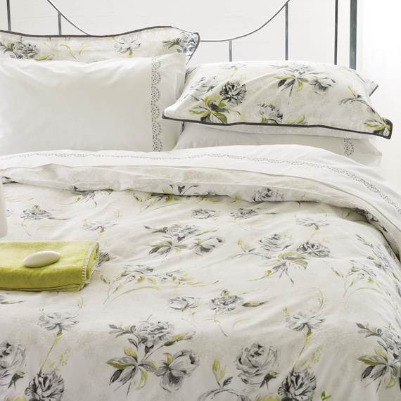 Modern-Bedding-Sets-and-Romantic-Ideas-for-Mothers-Day-Gift-_3