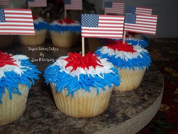 Spectacular Red, Blue, and White Cupcake Decorating Ideas (19)