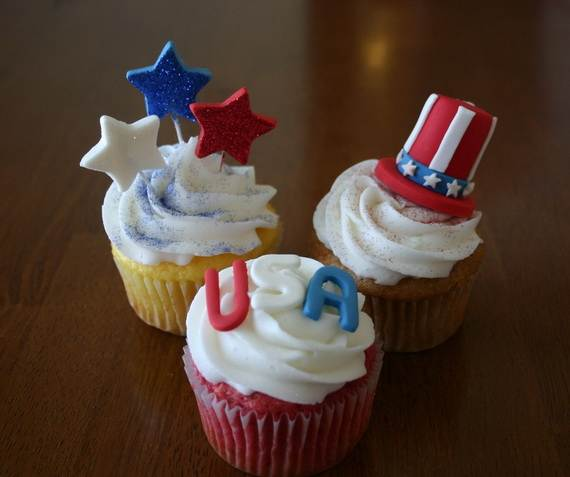 Spectacular Red, Blue, and White Cupcake Decorating Ideas (4)