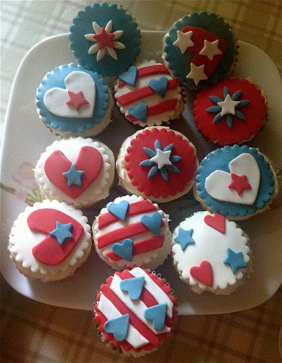 Spectacular Red, Blue, and White Cupcake Decorating Ideas (5)