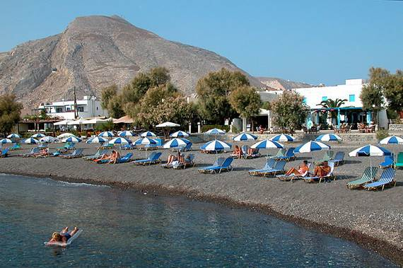 The-Stunning-Santorini-Island-Greece-Kamari-beaches_1