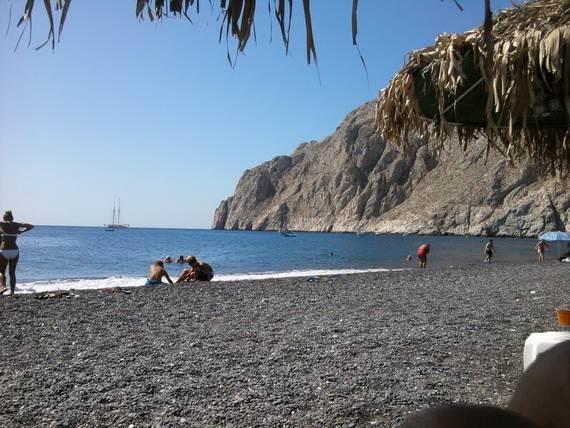 The-Stunning-Santorini-Island-Greece-Kamari-beaches_3