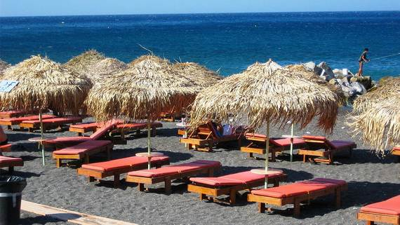 The-Stunning-Santorini-Island-Greece-_Perissa-Beach_1