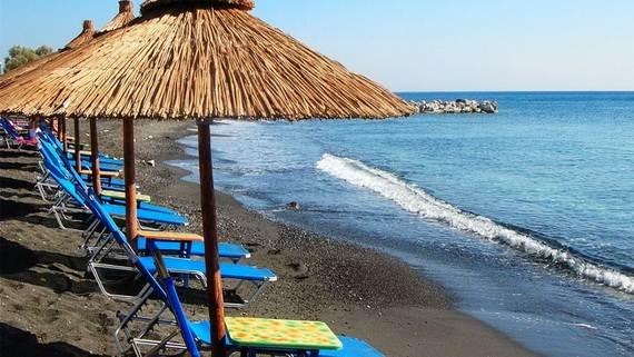 The-Stunning-Santorini-Island-Greece-_Perissa-Beach_3