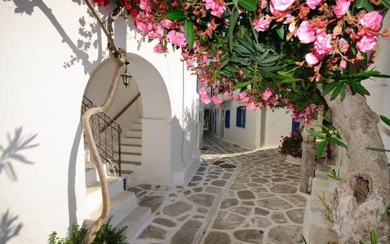 The-Stunning-Santorini-Island-Greece_07