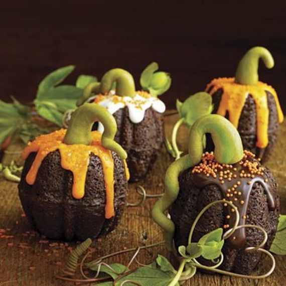 45 Edible Decoration Ideas for Halloween Cakes and Cupcak (13)