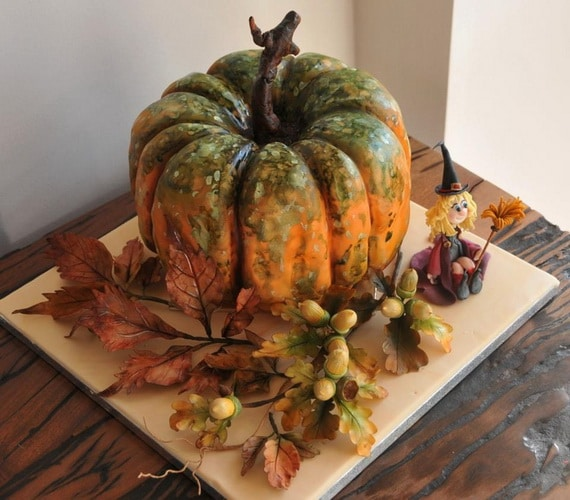 45 Edible Decoration Ideas for Halloween Cakes and Cupcakes_01