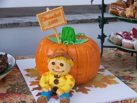 45 Edible Decoration Ideas for Halloween Cakes and Cupcakes_06