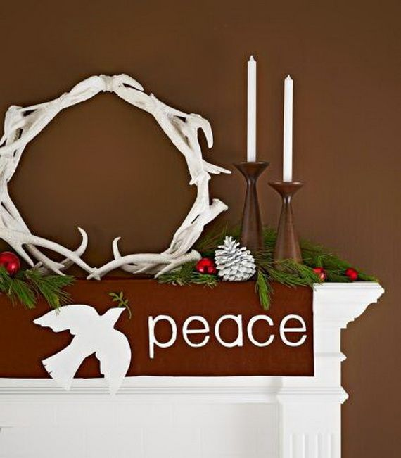 35 Gorgeous Holiday Mantel Decorating Ideas with Pine cones_11
