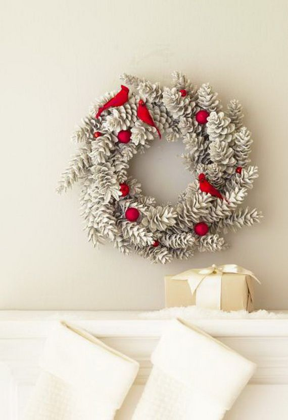 35 Gorgeous Holiday Mantel Decorating Ideas with Pine cones_16