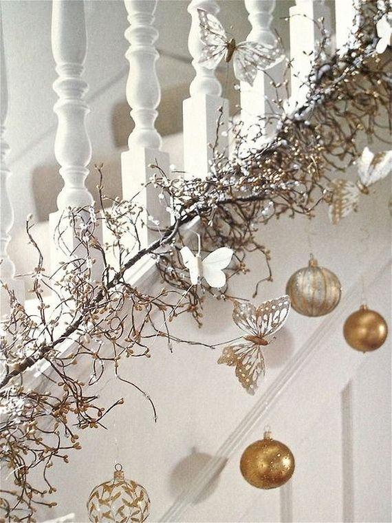 Festive Holiday Staircases and Entryways_36