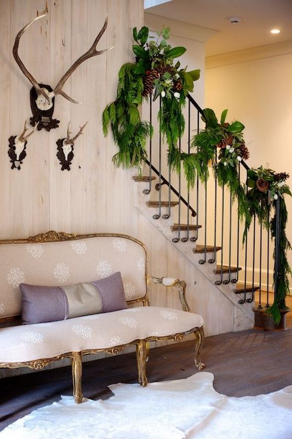Festive Holiday Staircases and Entryways_37