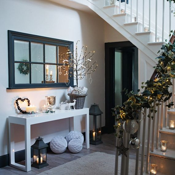 Festive Holiday Staircases and Entryways_55