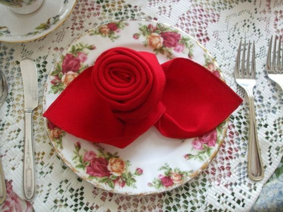 Napkin Folding – Seasonal Ideas For Table Decoration_06