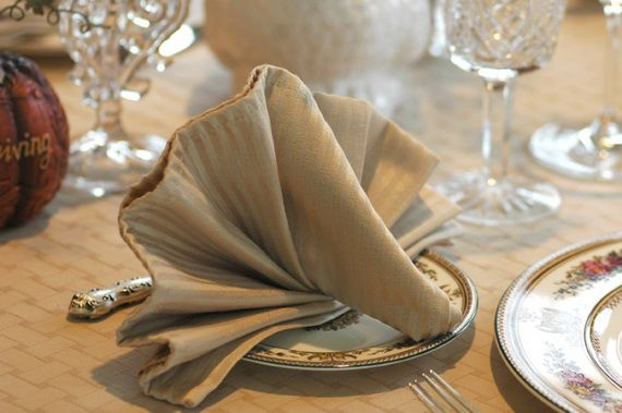Napkin Folding – Seasonal Ideas For Table Decoration_53