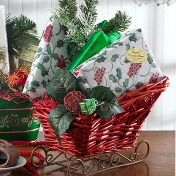 Traditional-Christmas-Gift-Basket-Idea_26