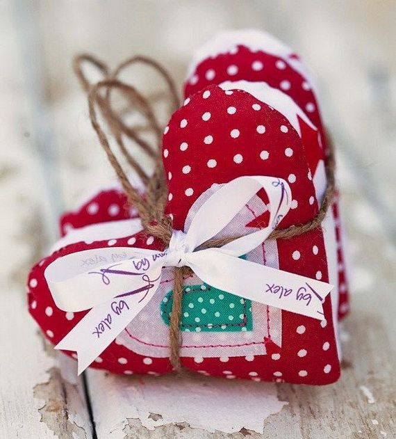 Traditional-Christmas-Gift-Basket-Idea_37