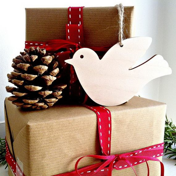 Traditional-Christmas-Gift-Basket-Idea_42