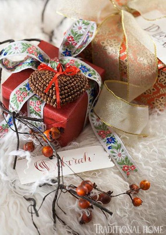 Traditional-Christmas-Gift-Basket-Idea_43