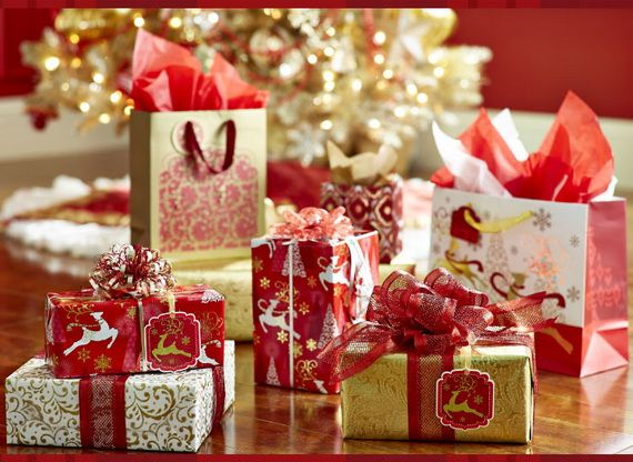 Traditional-Christmas-Gift-Basket-Idea_44