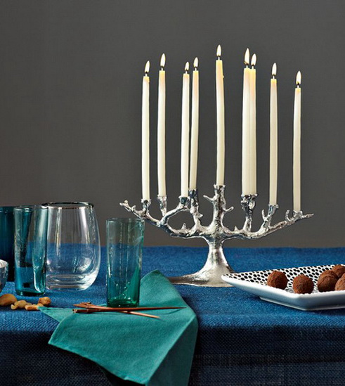Classic and Elegant Hanukkah decor ideas_49