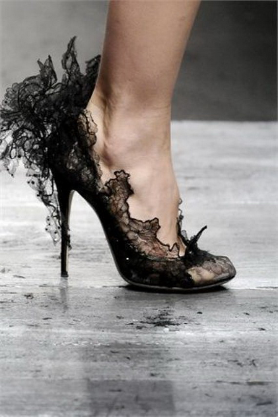 Gorgeous Halloween Wedding Shoes Inspirations For a Spooky Big Day_25