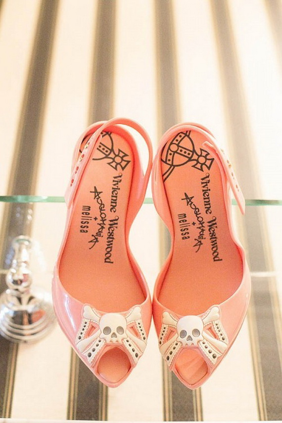 Gorgeous Halloween Wedding Shoes Inspirations For a Spooky Big Day_36