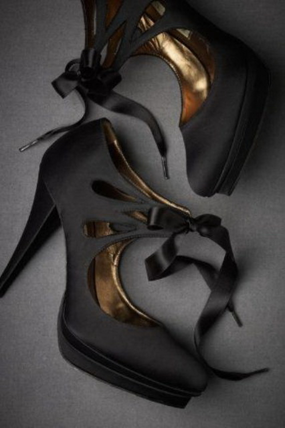 Gorgeous Halloween Wedding Shoes Inspirations For a Spooky Big Day_43