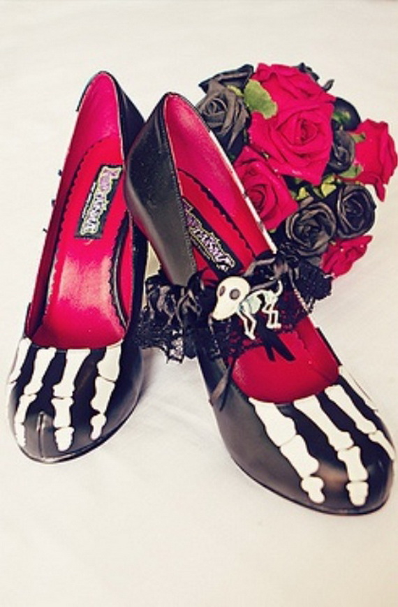 Gorgeous Halloween Wedding Shoes Inspirations For a Spooky Big Day_44