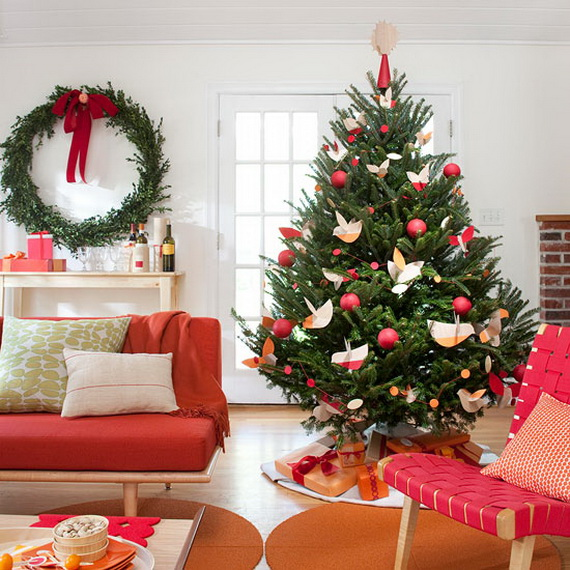How to Decorate a Christmas Tree Traditionally In Easy Steps_30