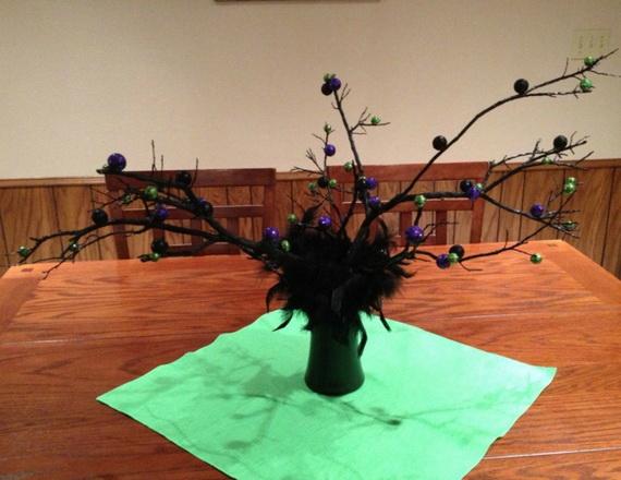 Whimsical Spooky Halloween Table Decoration Wedding Ideas _66