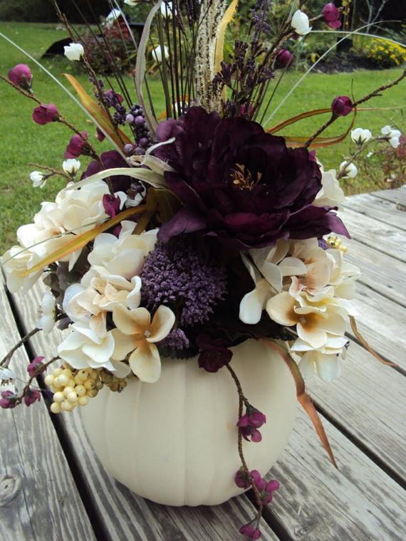 Whimsical Spooky Halloween Table Decoration Wedding Ideas _67