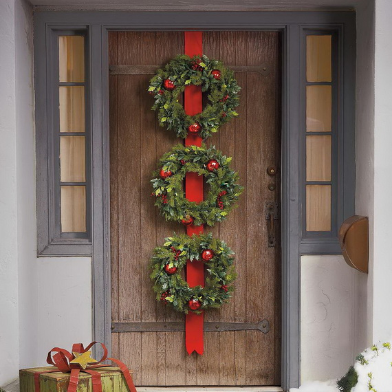 Creative Christmas Wreath Decor Ideas_08