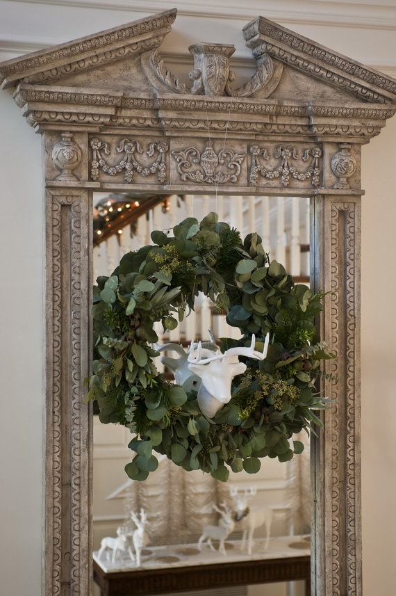 Creative Christmas Wreath Decor Ideas_38