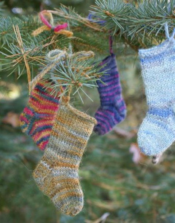 Cute And Cozy Knitted Christmas Decorations_01
