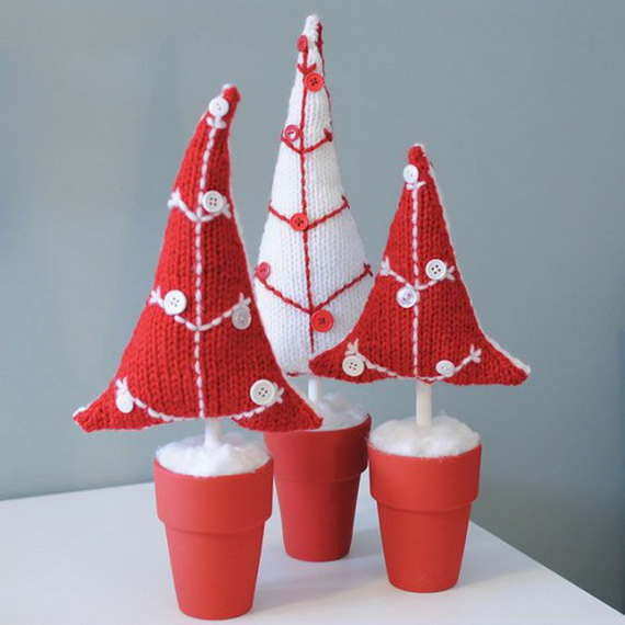 Cute And Cozy Knitted Christmas Decorations_23