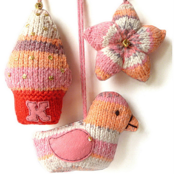 Cute And Cozy Knitted Christmas Decorations_51