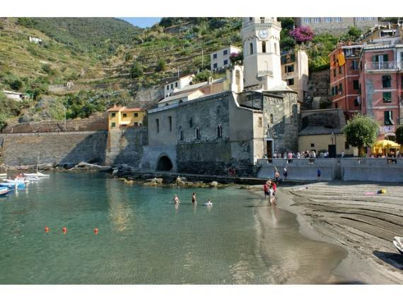 Explore-Stunning-The-Cinque-Terre-town-Of-Vernazza-On-The-Italian-Riviera-15
