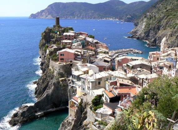 Explore-Stunning-The-Cinque-Terre-town-Of-Vernazza-On-The-Italian-Riviera-6