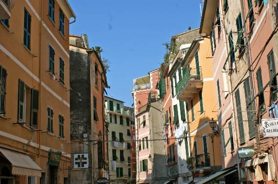 Explore-Stunning-The-Cinque-Terre-town-Of-Vernazza-On-The-Italian-Riviera-8