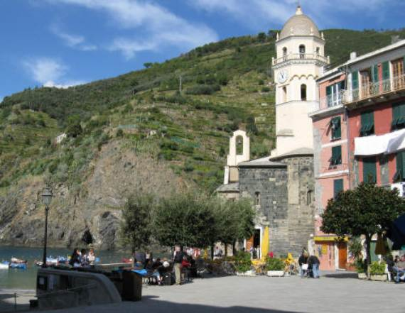 Explore-Stunning-The-Cinque-Terre-town-Of-Vernazza-On-The-Italian-Riviera2