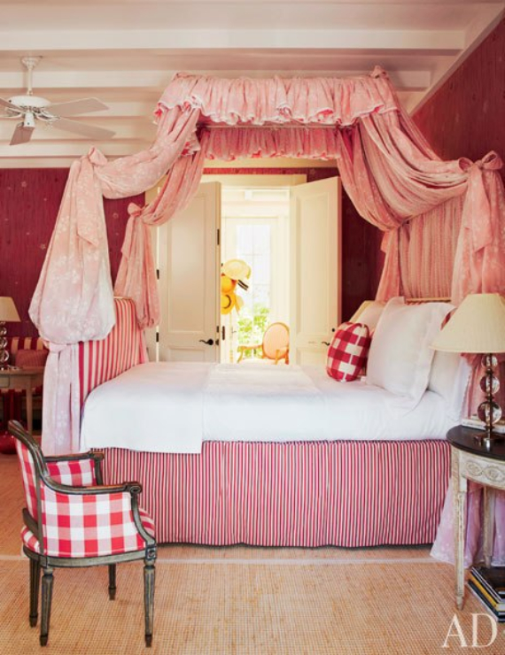 Hot Valentine Room Designs in Rich and Energetic Red Colors   (44)