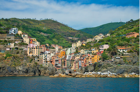 Riomaggiore An Incredible cliff-Side Village In Italy (1)