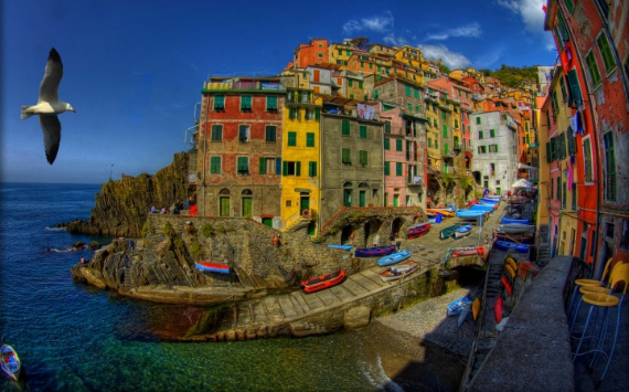 Riomaggiore An Incredible cliff-Side Village In Italy (12)
