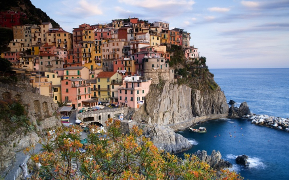 Riomaggiore An Incredible cliff-Side Village In Italy (14)