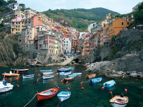 Riomaggiore An Incredible cliff-Side Village In Italy (17)