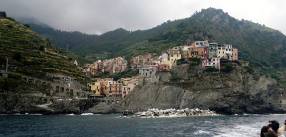 Riomaggiore An Incredible cliff-Side Village In Italy (22)