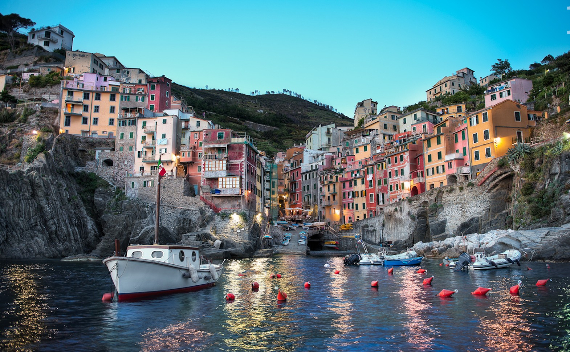 Riomaggiore An Incredible cliff-Side Village In Italy (8)