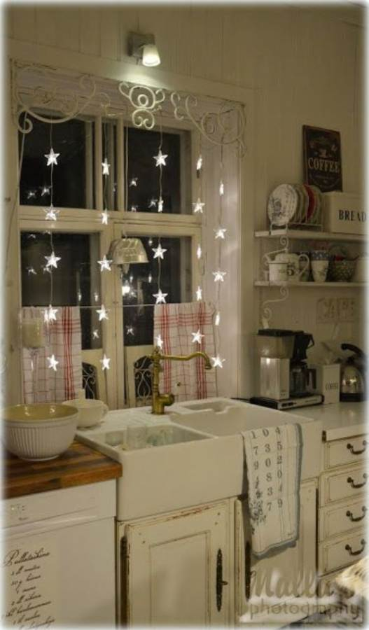 45-Atmospheric-Holiday-Decorating-Ideas-With-Fairy-Lights-111