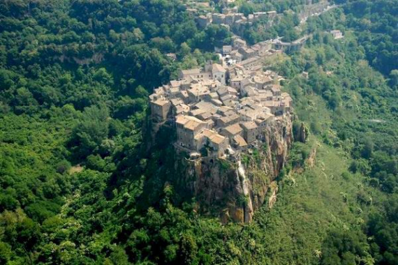 Calcata A Precarious Small Town In Italy (13)